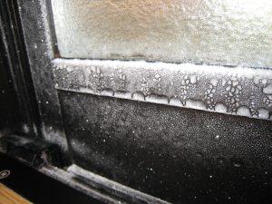 ペアーガラスでも部屋の中が凍っています❇