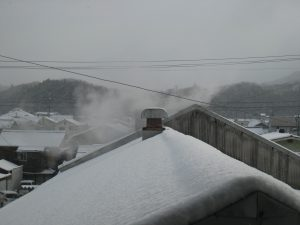 屋根の雪が蒸気で溶けないかしら?